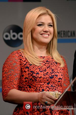 Kelly Clarkson Gives Birth To Daughter Named River Rose