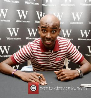 Mo Farah Collapses After Completing New York City Marathon