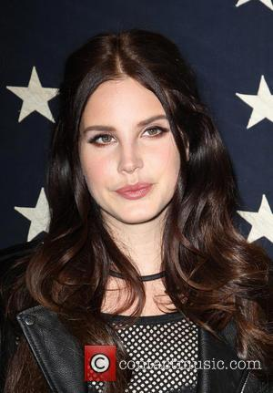 Lana Del Ray Secretly Engaged To Boyfriend Barrie-james O'neill
