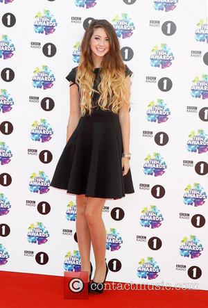 Zoella Gets Online Assault For Archival Offensive Tweets