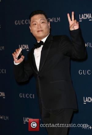 Psy Writes Off Rolls-Royce In Accident, Leaves Scene In Porsche