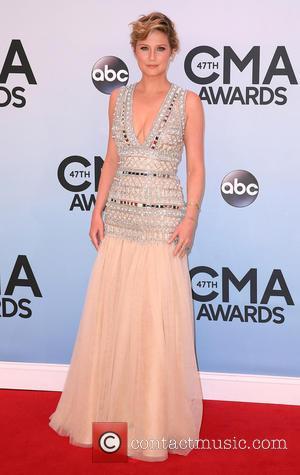 CMA Awards, Jennifer Nettles