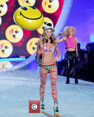 Victoria's Secret Bosses Stand By Jessica Hart Over Taylor Swift Remarks