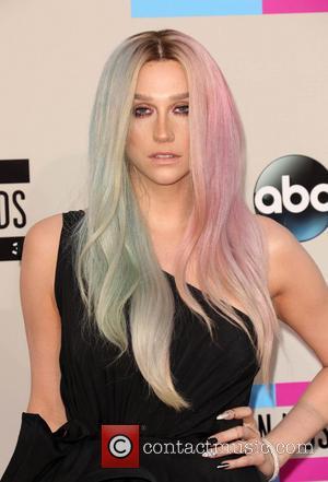 Kesha - 2013 American Music Awards - Arrivals