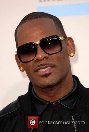 """R Kelly Planning Christmas Album With """"A Lot Of Lovemaking"""" For 2014"""