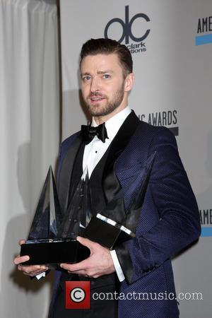 Justin Timberlake Celebrates Awards Wins At Fast Food Joint