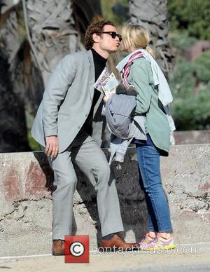 Naomi Watts and Liev Schreiber - Liev Schreiber gets a visit from Naomi Watts with his two sons Alexander and...
