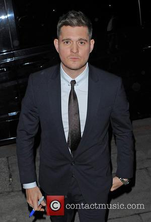 "Michael Bublé Apologises For ""Sexist"" Photograph Of Woman In Short Shorts"