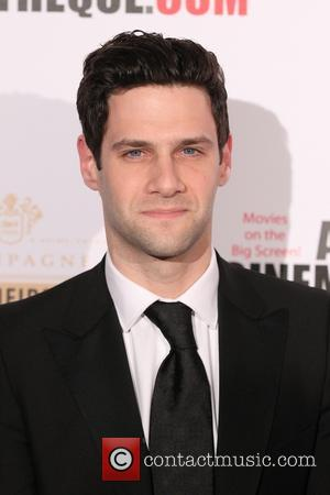 Justin Bartha Marries In Hawaii