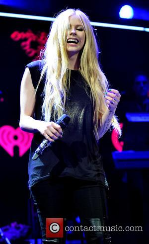 Avril Lavigne Charges Fans $360 At World's Most Awkward Meet-And-Greet