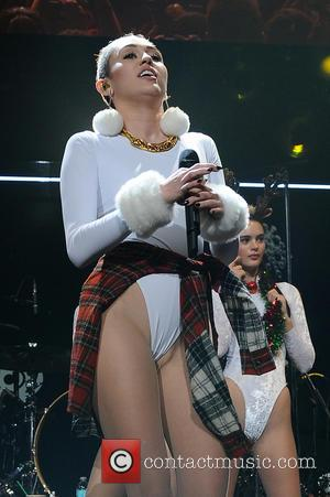 Miley Cyrus - Miley Cyrus performing live in concert in Sunrise - Sunrise, Florida, United States - Wednesday 8th January...