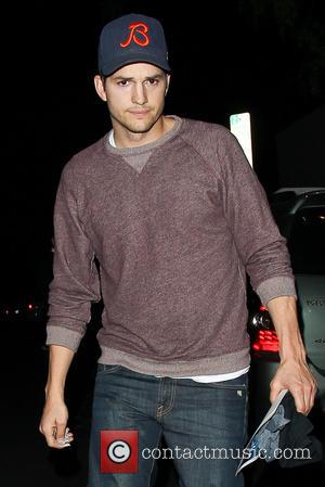 Ashton Kutcher - Ashton Kutcher returning to his car