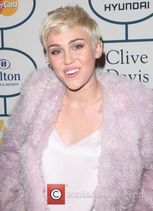 Miley Cyrus And Katy Perry Share Kiss At 'Bangerz' La Concert