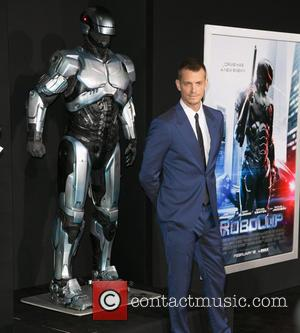 Joel Kinnaman - Los Angeles premiere of Columbia Pictures 'RoboCop' at TCL Chinese Theatre - Arrivals - Los Angeles, California,...