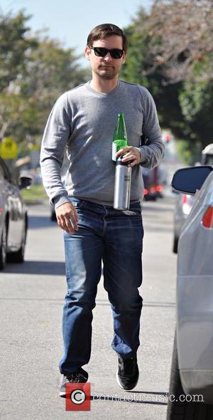 Tobey Maguire, grey, gray, t shirt, sweatshirt, man boobs and moobs - Tobey Maguire having a business lunch in Brentwood....