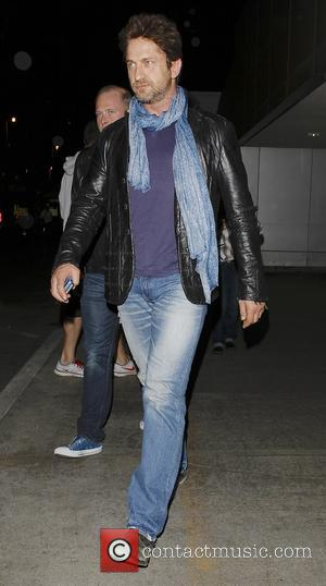 Gerard Butler - Gerard Butler arrives at Los Angeles International (LAX) airport - Los Angeles, California, United States - Monday...