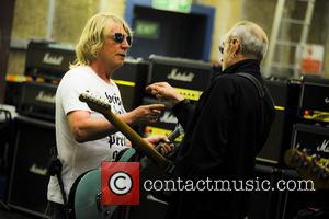 Rick Parfitt , Francis Rossi - EXCLUSIVE Status Quo rehearsals at Shepperton Studios. This is the FINAL reharsal ever for...