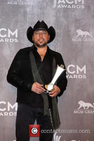 Jason Aldean Thanks Supporters For Speaking Out About Cma Awards Snub