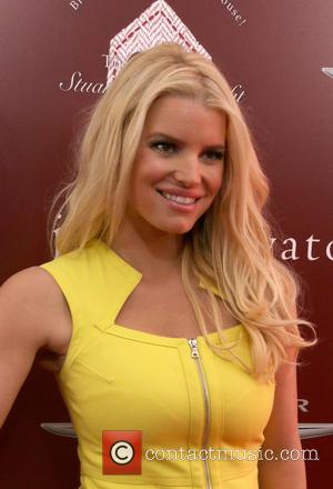 Jessica Simpson's Sexy Strategy To Hide From The Paparazzi