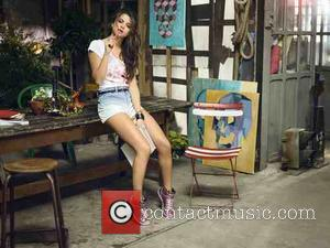 Come & Get It - Selena Gomez Is Selling Her Tarzana Home
