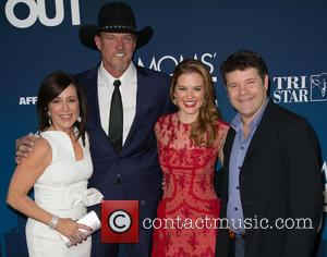 Patricia Heaton, Trace Adkins, Sarah Drew and Sean Astin - Moms Night Out Premiere at TCL Chinese Theater - Red...
