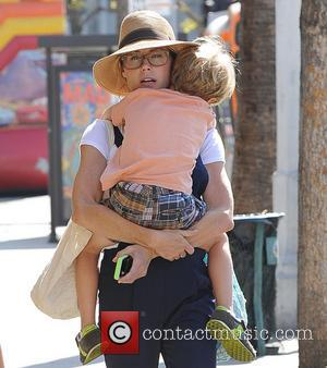 Julie Bowen and John Phillips - Julie Bowen and her three sons enjoy a morning together at a farmers' market...