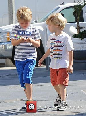 Oliver Phillips and Gustav Phillips - Julie Bowen and her three sons spotted eating pizza for lunch at a farmers'...