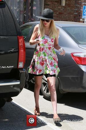 Tori Spelling - Tori Spelling visits a masseur on Mother's...