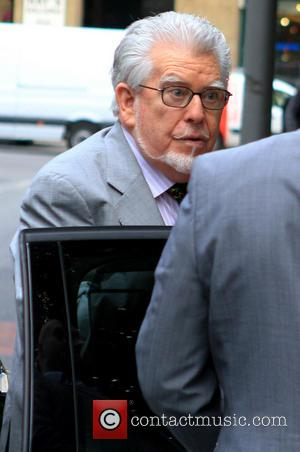 """Rolf Harris Trial: Accuser Denies """"Sexual Chemistry"""" And Fabrication Of Claims"""