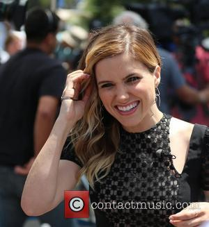 Sophia Bush - Sophia Bush and Jesse Lee Soffer appear on Extra hosted by Mario Lopez. Sophia gets to practice...