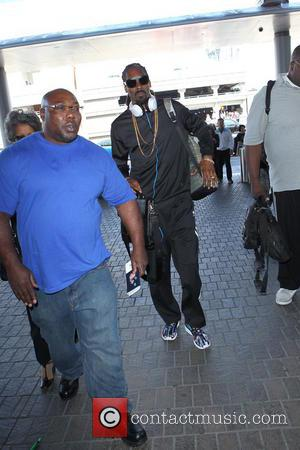 Snoop Dogg Stands Up To Gun Violence, Rallies Rap Community