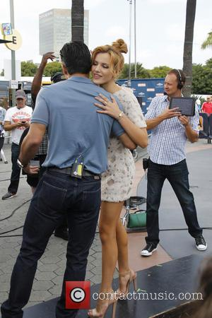 Bella Thorne - Bella Thorne Guests on Extra! at Universal Citywalk. - Universal City, California, United States - Wednesday 21st...