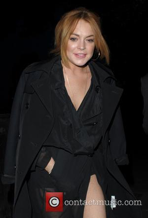Lindsay Lohan Contemplating Permanent Move To The U.k.