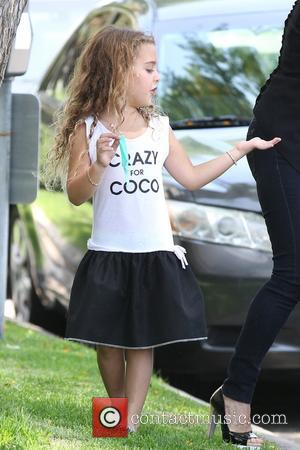 Portia Umansky - Kyle Richards filming The Real Housewives of Beverly Hills with her daughter Portia Umansky - Los Angeles,...