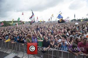 Emily Eavis Announces Plastic Bottle Ban From Glastonbury Festival In 2019