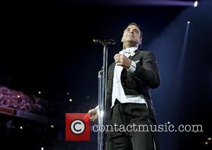 Robbie Williams - Robbie Williams performing live on stage at the Manchester Phones4U Arena - Manchester, United Kingdom - Sunday...