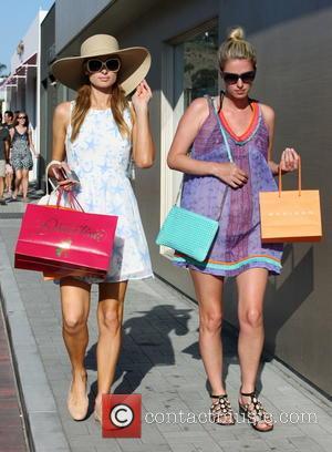 Paris Hilton - The Hilton sisters shop in Malibu