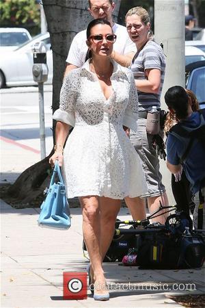 Kyle Richards - Kyle Richards and family on shopping spree on Robertson - Los Angeles, California, United States - Sunday...