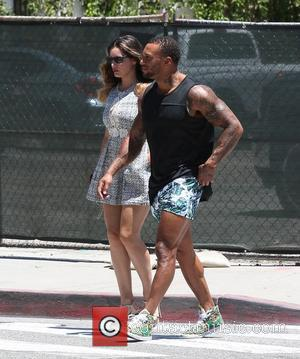 Kelly Brook and David McIntosh - Kelly Brook and boyfriend David McIntosh go shopping in Los Angeles - Los Angeles,...