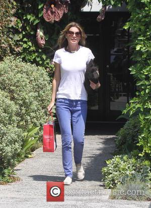Ellen Pompeo - Ellen Pompeo, wearing jeans and a t-shirt,  leaves a hair salon in Hollywood - Hollywood, California,...