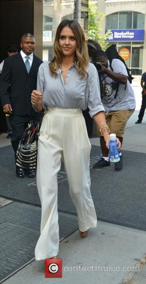 Jessica Alba - Jessica Alba leaving her hotel in Manhattan - Manhattan, New York, United States - Tuesday 5th August...