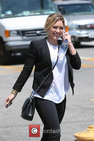 Hilary Duff - Hilary Duff leaving a tanning salon in Los Angeles - Los Angeles, California, United States - Wednesday...