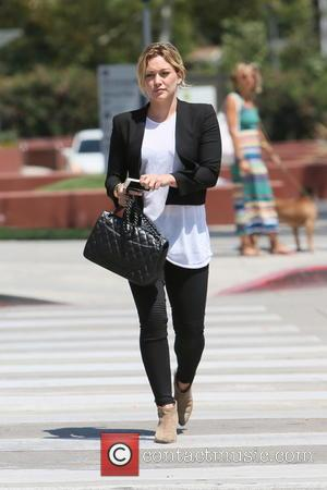 Hilary Duff - Hilary Duff leaving Zinque cafe after having lunch with a friend - Venice, California, United States -...