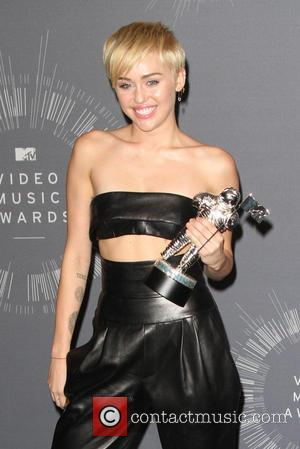 Miley Cyrus Comes To Defence Of Wanted Vmas Date