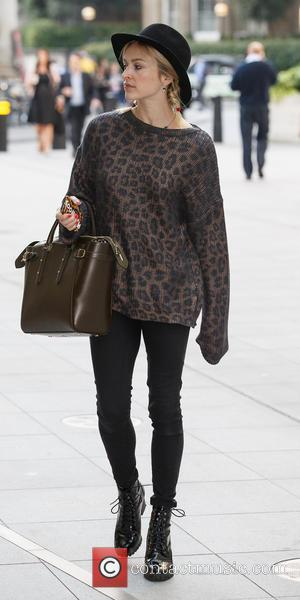 Fearne Cotton - Fearne Cotton arriving at the BBC Radio 1 studios - London, United Kingdom - Tuesday 9th September...