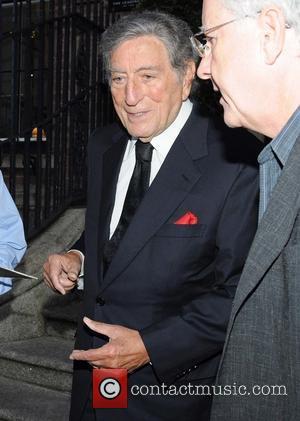 Tony Bennett - Tony Bennett signs an autograph for a fan as he leaves his Dublin hotel - Dublin, Ireland...
