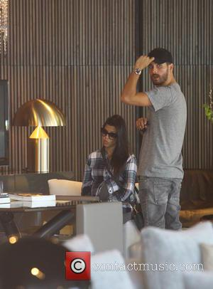 Kourtney Kardashin - Pregnant Kourtney Kardashian and Scott Disick shop for home furnishings - Los Angeles, California, United States -...