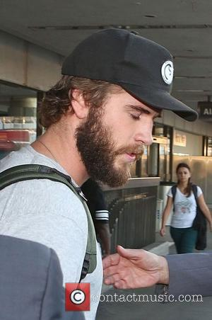 Liam Hemsworth - Liam Hemsworth arrives at Los Angeles International Airport (LAX) sporting a beard - Los Angeles, California, United...