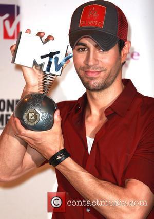 Enrique Iglesias To Perform Live At Latin Grammys From Belgium
