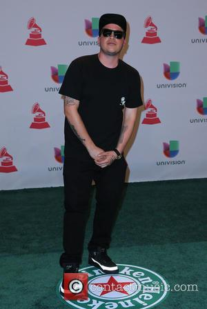 Eptos - A host of celebrities were snapped as they took to the green carpet for the 2014 Latin Grammy...